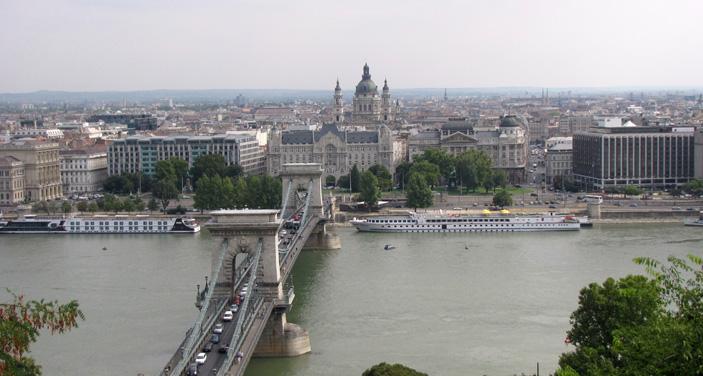 בודפשט: מימין מלון סופיטל,הבזיליקה המרכזית וגשר השלשלאות. צילום עוזי בכר