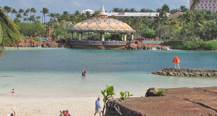 חוף פרטי באטלנטיס. צילום עוזי בכר